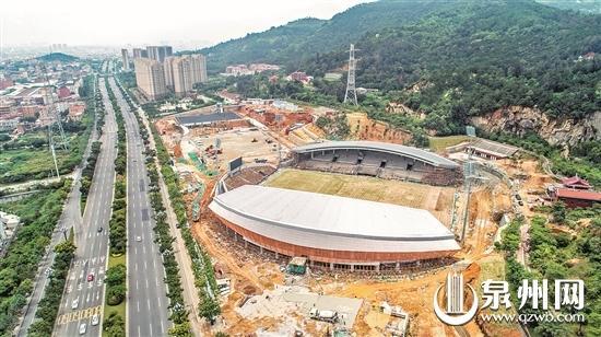 晋江足球公园外立面脚手架拆除后初现全貌