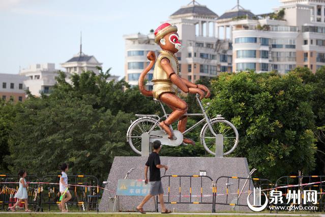 《巡猴》雕塑落户笋江园